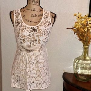 Lulumari Sleeveless Lace Top in Cream- Lg